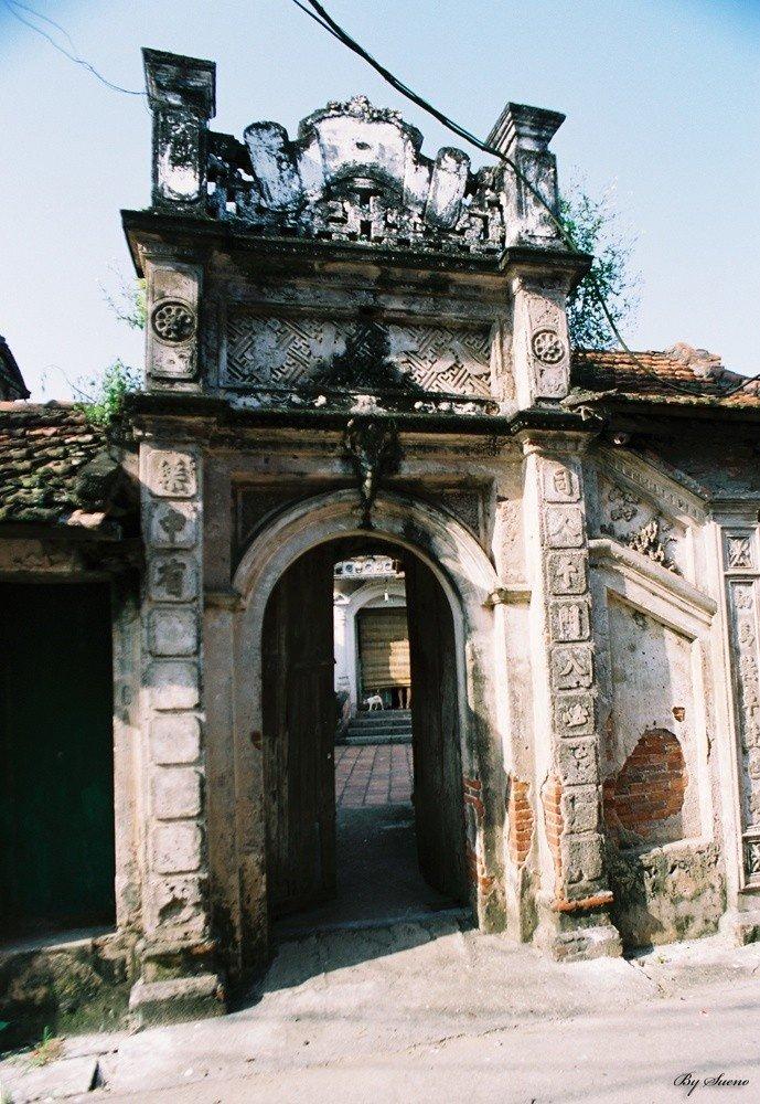 Những câu đối chữ Hán vẫn còn được lưu giữ trên cổng nhà