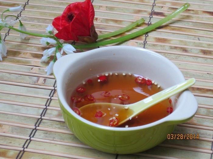 Mâm cơm của người Việt không thể thiếu chén nước mắm thơm ngon
