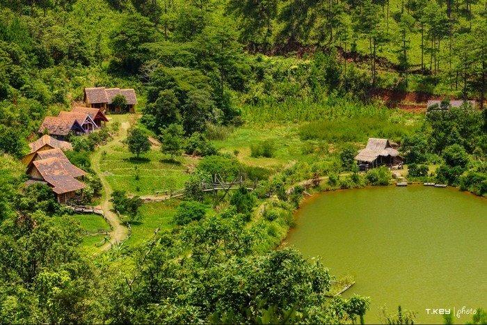 Có một ngôi làng nằm lẩn lẩn khuất dưới chân Lang Biang hùng vỹ