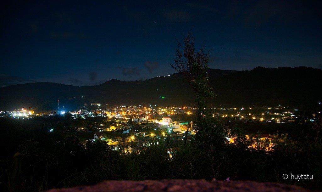 Thị trấn Dran-lung linh ánh đèn lúc đêm về