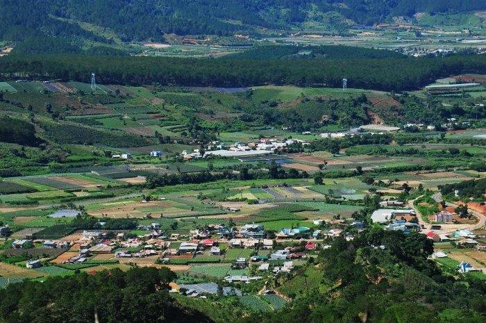Thị trấn Dran-Chiêm ngưỡng thị trấn Dran nhỏ xinh từ cung đèo Dran ngoạn mục