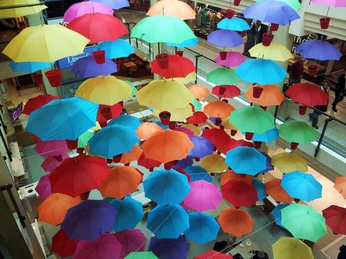 Không gian trở nên sinh động hơn nhờ những chiếc ô này