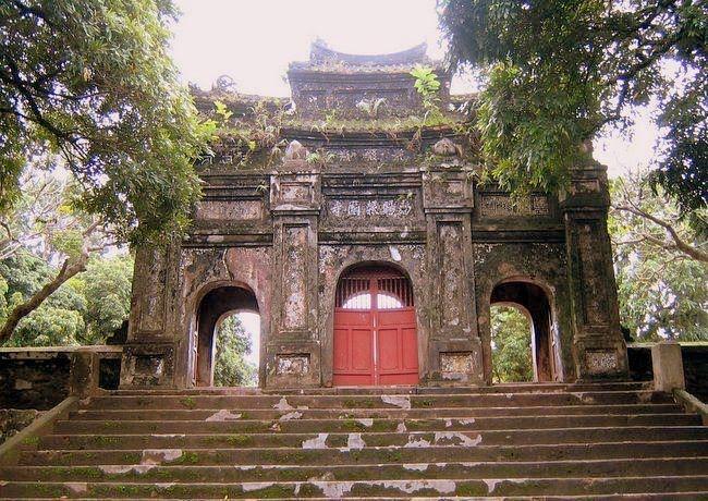 Cổng chùa Báo Quốc