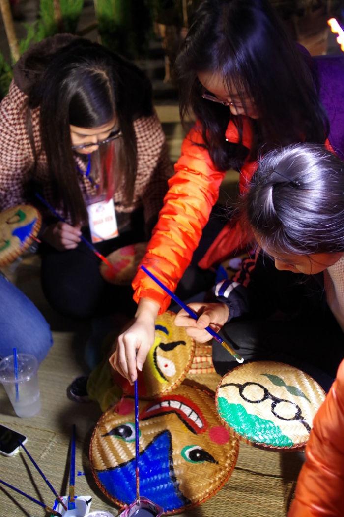 Hoạt động ý nghĩa này được ban tổ chức kết hợp cùng câu lạc bộ My Hanoi gồm hơn 100 thành viên trẻ thực hiện.