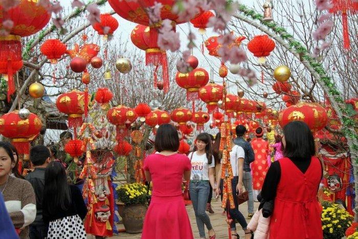 Chen chúc nhau trong nhà vườn Hà Nội