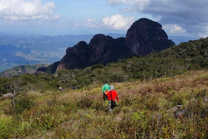 Tháng 12 cũng là thời điểm được nhiều bạn trẻ lựa chọn cho mình hành trình trekking chinh phục đỉnh Pha Luông