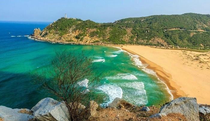 Biển trời Phú Yên xanh như ngọc