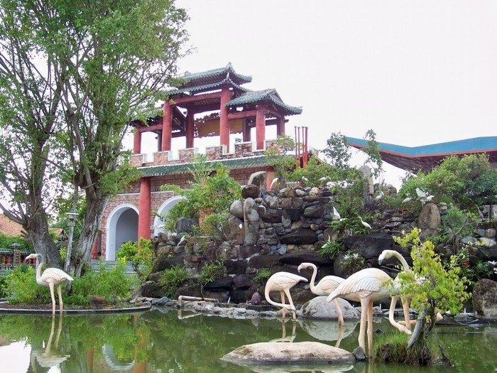 Làng cổ Phước Lộc Thọ được Trung Tâm Sách Kỷ Lục Việt Nam công nhận là Điểm du lịch tập trung nhiều nhà gỗ, kiến trúc gỗ đa dạng nhất