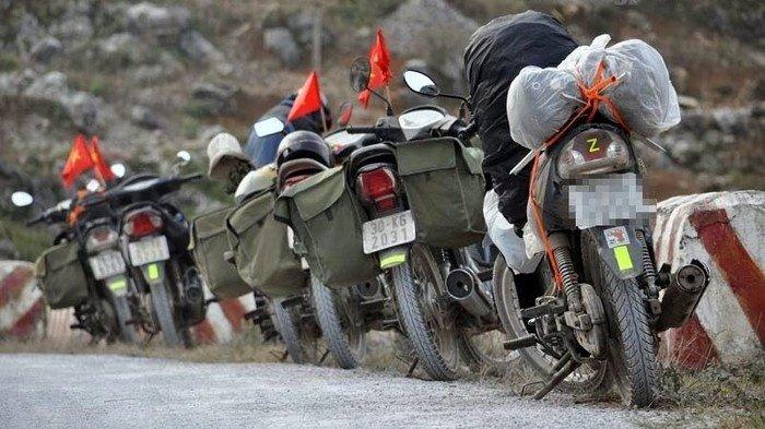 Đoàn xe phượt mang rất nhiều hành lý để tự phục vụ cho chuyến đi