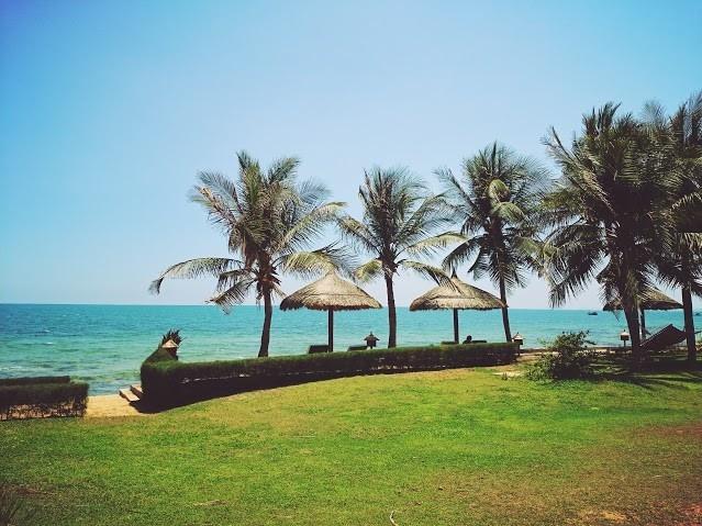 Đường bờ biển thơ mộng của Victoria Phan Thiết resort