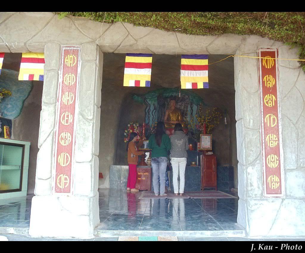 Chùa thờ Đức Phật và Quán Thế Âm