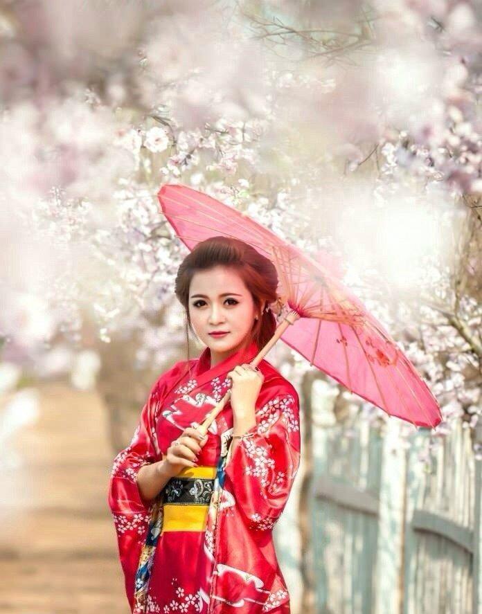 Tạo dáng bên vườn đào Nhật Tân với hình ảnh cosplay duyên dáng