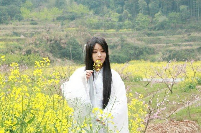 Vườn hoa cải Mộc Châu - vùng đất cổ tích của Cosplay