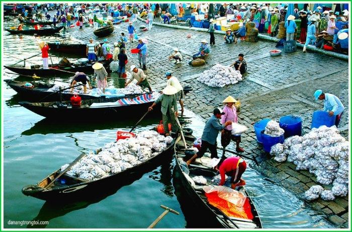 Đà Năng-Không khí tấp nập buổi sớm trên chợ cá Thọ Quang