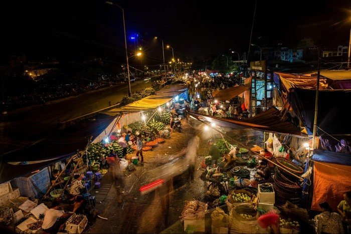 Chợ Long Biên - một trong 7 chợ trời thú vị nhất thế giới