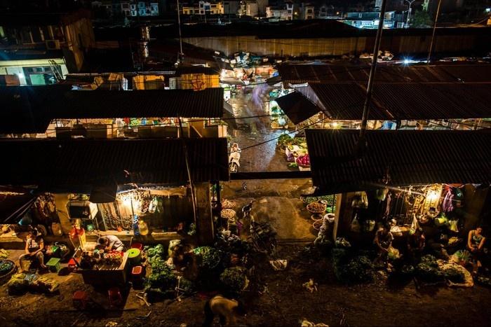 Khu chợ Long Biên chụp từ cầu Long Biên-