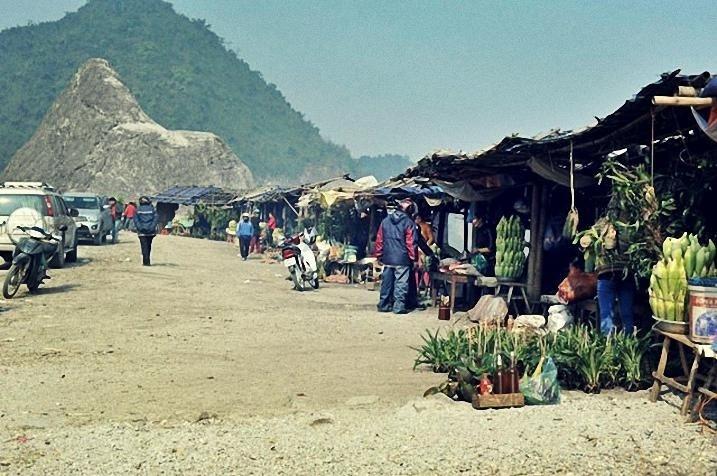 Chợ Thung Khe độc đáo với nhiều đặc sản hấp dẫn