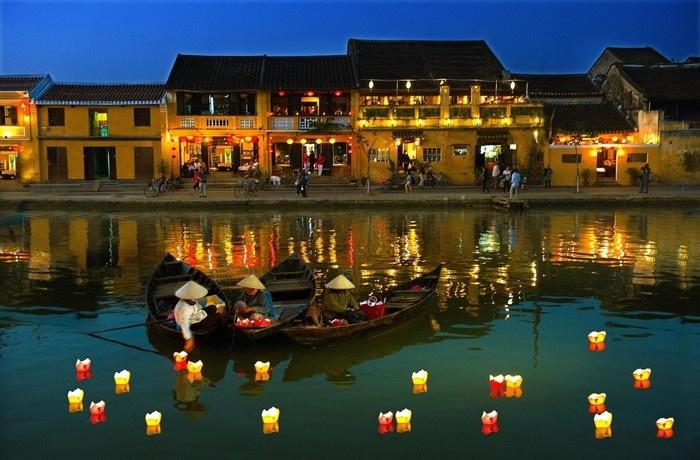 Và thả đèn trên sông Hoài là điều ai cũng muốn làm khi đi du lịch Hội An