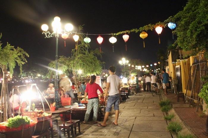 Khu ẩm thực dọc sông Hoài