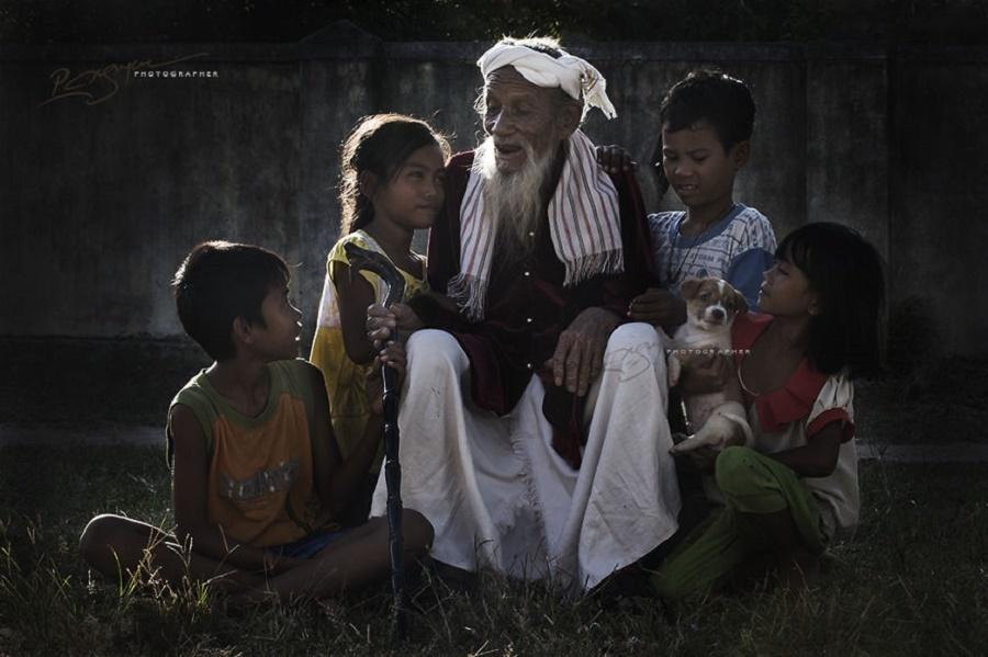 Giờ kể chuyện - Trong văn hóa Chăm, những người có tuổi luôn có vai trò đặc biệt quan trọng trong việc nuôi dạy thế hệ trẻ.