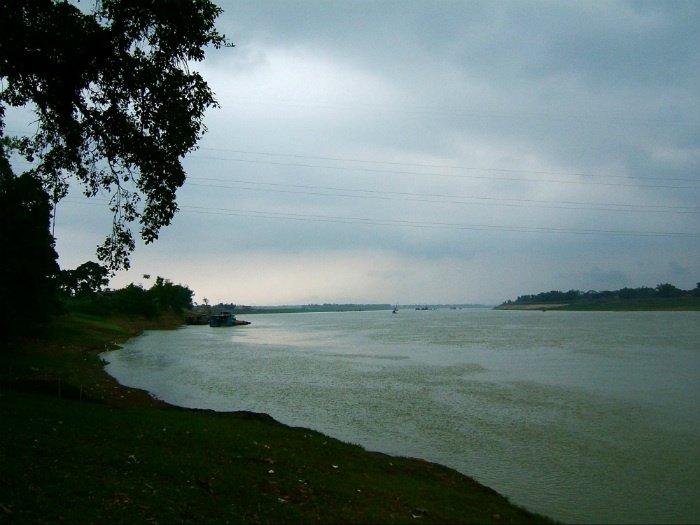 Dòng sông Phú Thọ uốn lượn chở nặng phù sa
