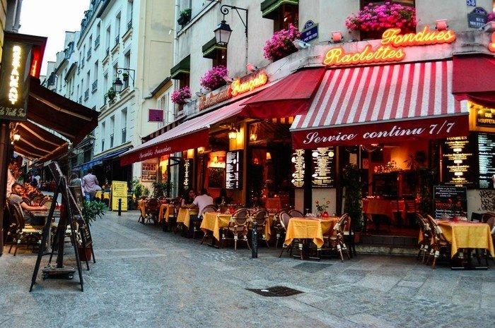Phố cổ nhất Paris mang tên Mouffetard mộng mơ