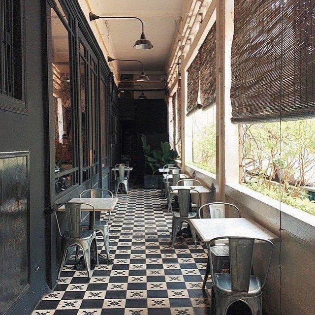 Đường vào quán cafe ở chung cư 151 Đồng Khởi