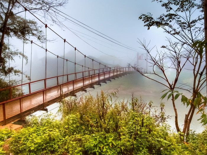 Những cây cầu ẩn hiện mờ ảo sau màn sương sớm Sapa