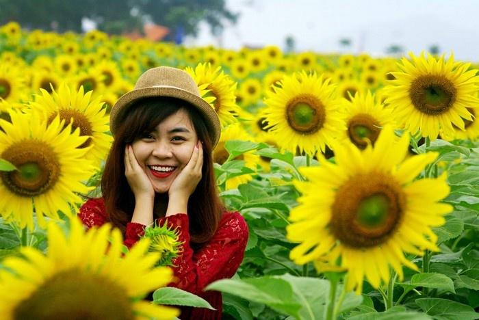 Nghệ An - Nụ cười tươi như những bông hoa rực rỡ của lữ khách