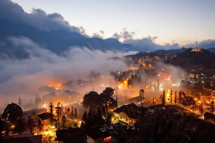 Phố núi Sapa lên đèn mộng mị trong áng mây