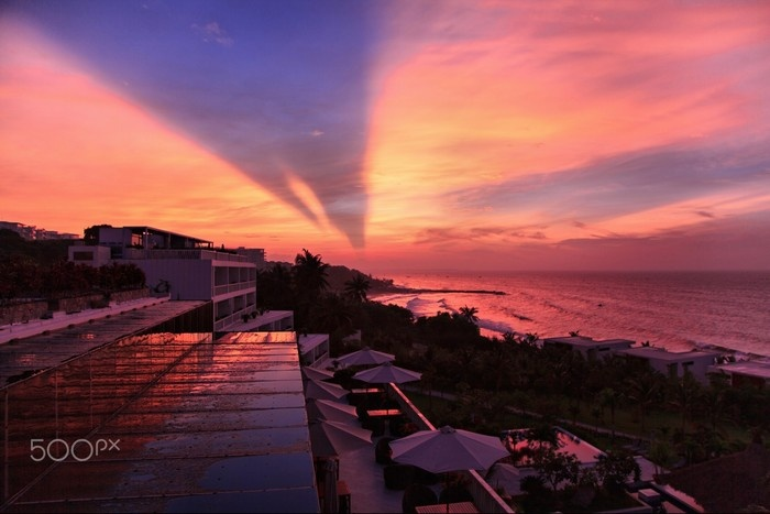 Hoàng hôn tắm màu quyến rũ lên bãi biển Mũi Né
