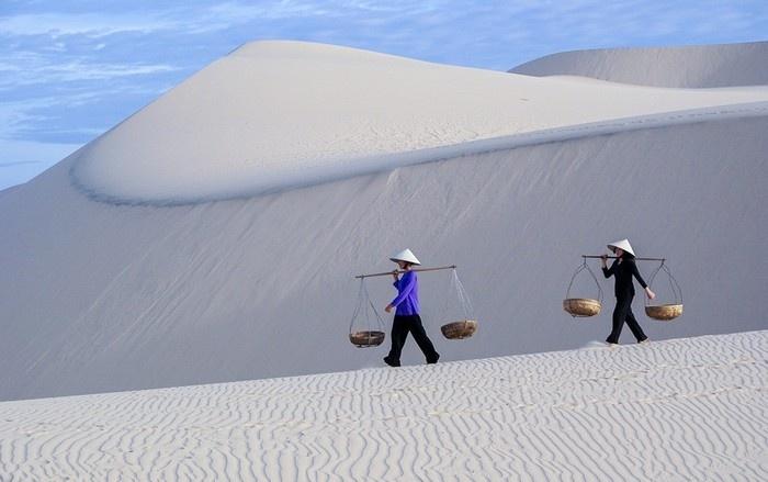 Đồi cát trắng lãng mạn như tranh vẽ