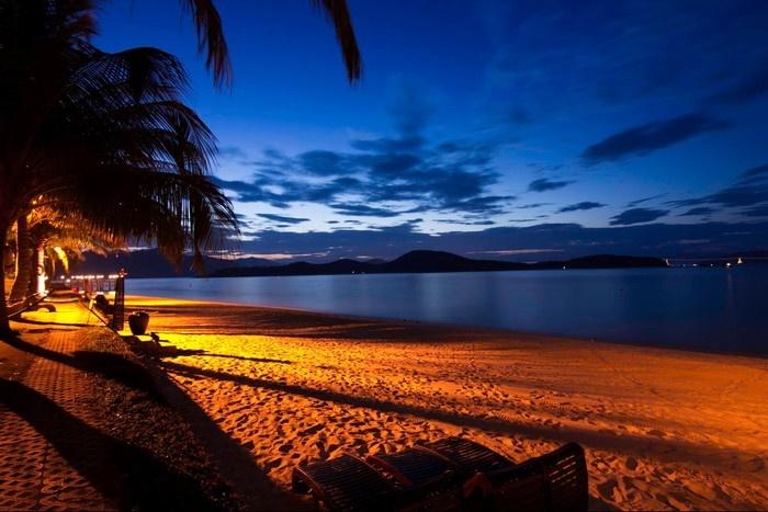 Đêm về trên bãi hòn Tằm thơ mộng