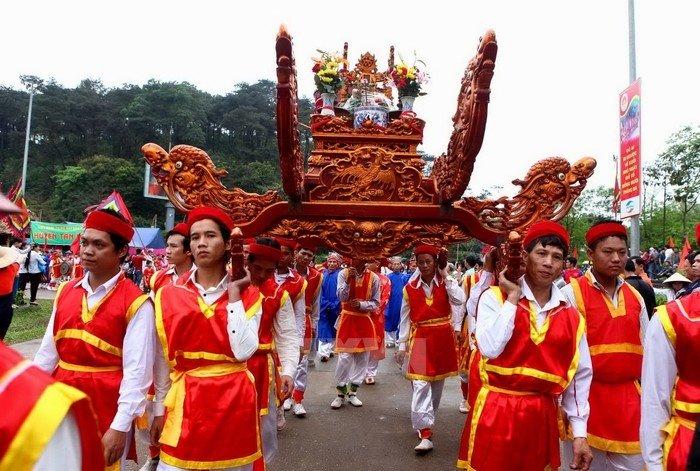 Lễ rước kiệu vua trong giỗ Tổ Hùng Vương - Lễ hội Đền Hùng
