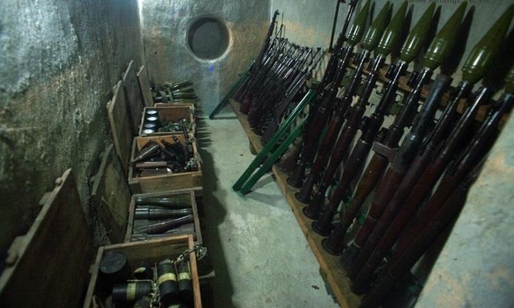 Căn hầm nhỏ nhưng chứa đựng hơn 2 tấn vũ khí chiến đấu các loại