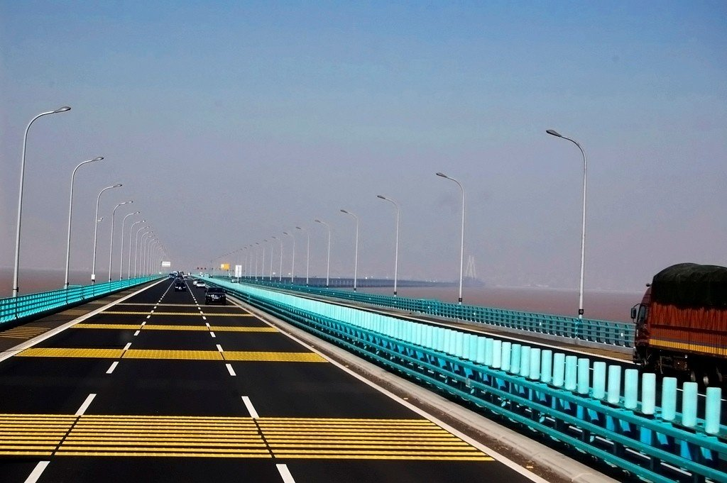Con đường trên cây cầu qua biển dài nhất thế giới