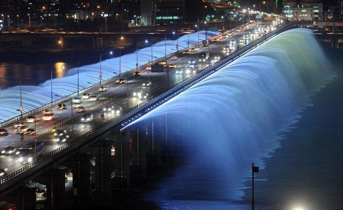 Cây cầu phun nước thu hút đông đảo du khách ghé thăm trong tour du lịch Hàn Quốc của mình