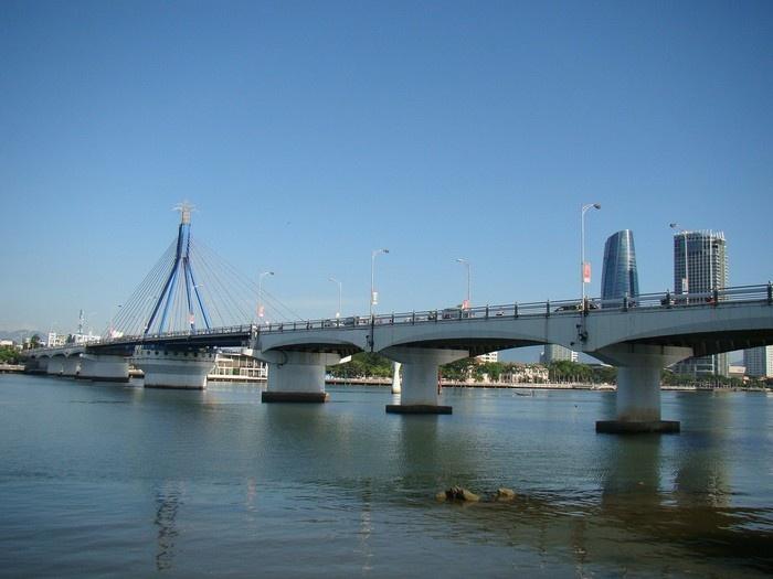 Cây cầu biểu tượng của thành phố