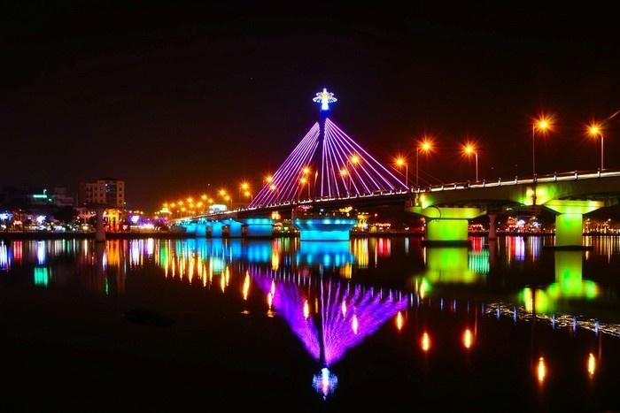 Đi du lịch Đà Nẵng, hãy đợi khoảnh khắc cầu quay nhé