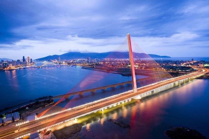 Cây cầu này góp phần tạo nên một Đà Nẵng rực rỡ với các cây cầu