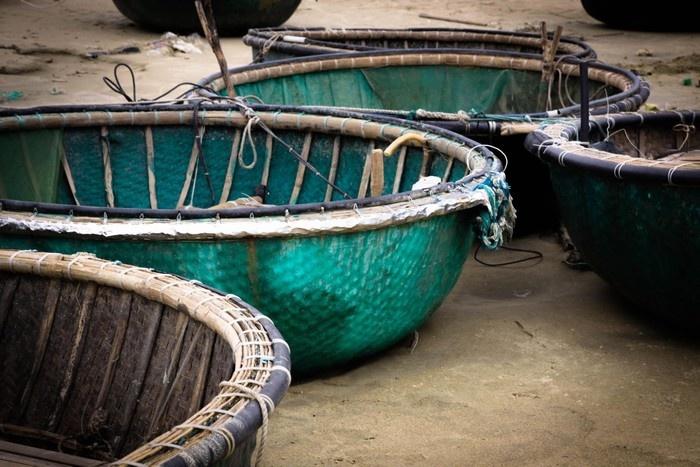 Đường đến Linh Ứng tấp nập bóng thuyền thúng