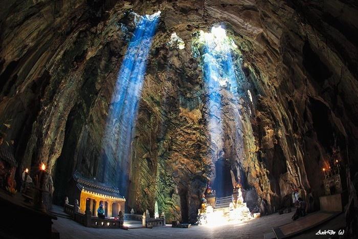 Một góc hang động bên trong Ngũ Hành Sơn