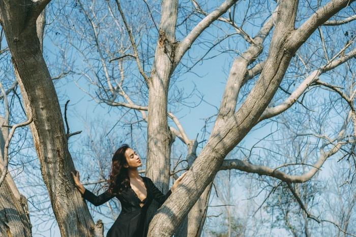 Khánh Hòa - Nữ ca sĩ đang phiêu trong một thế giới khác