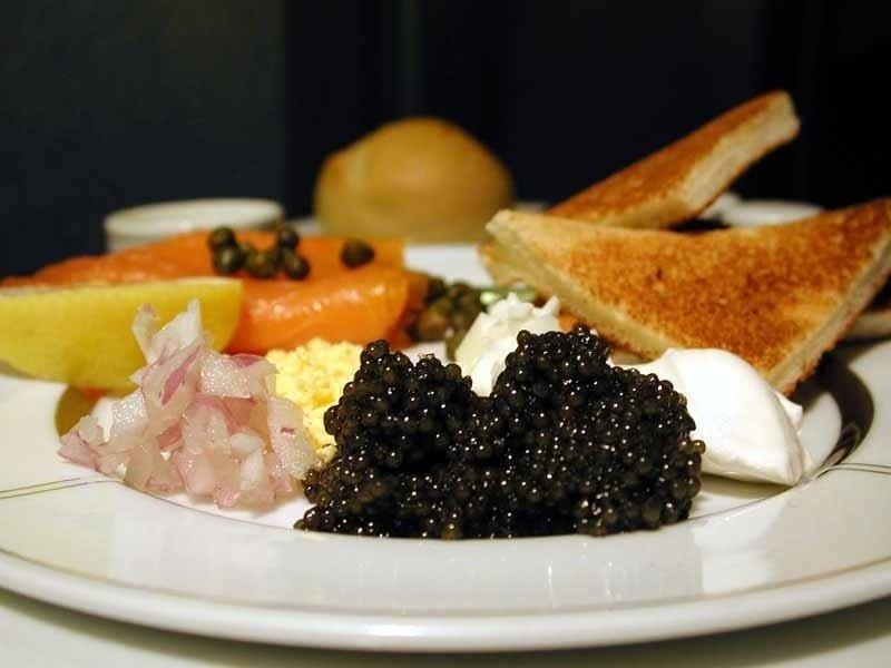Trứng cá tầm là món ăn số một trong các nhà hàng cao cấp ở Châu Âu
