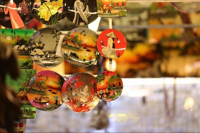 Dễ dàng tìm mua những mặt hàng lưu niệm đáng yêu ở chợ đêm Nha Trang