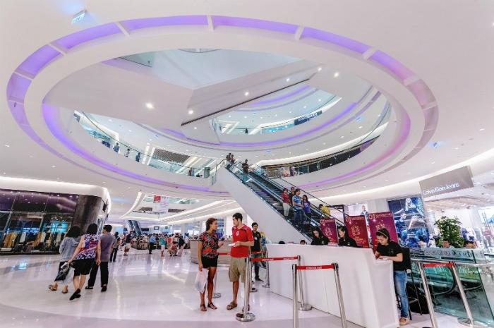 Crescent Mall đông đúc và huyên náo