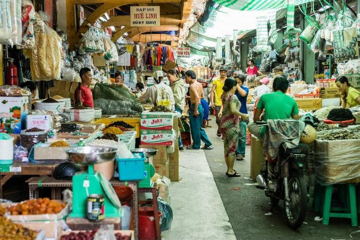 Chợ Bình Tây mang màu sắc đông đúc