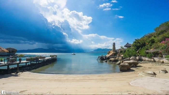 Ngọc Sương Resort hướng mắt ra phía biển thơ mộng