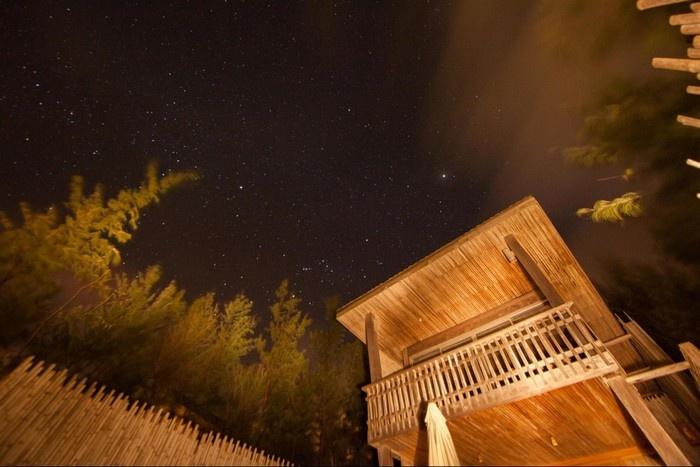 Lung linh sao trời cùng cảnh Sĩx Senses Con Dao Resort