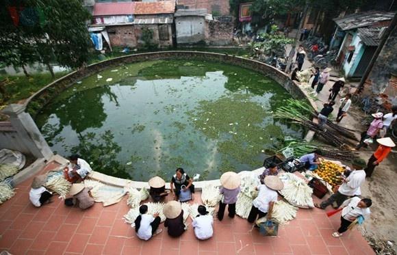Chợ làng Chuông họp bên Giếng làng Chuông